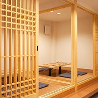 白木と白壁を基調とした心地よい空間