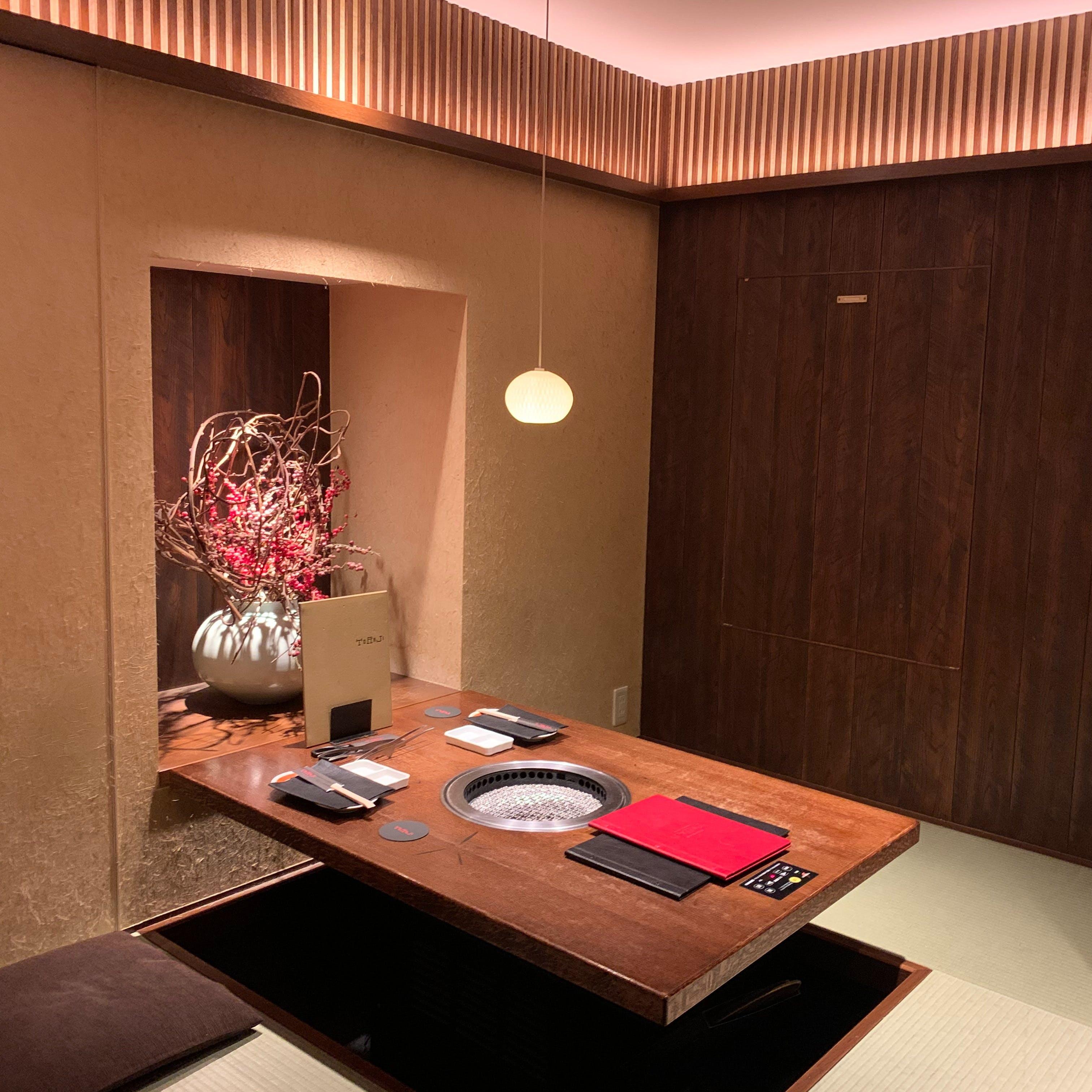 歌舞伎町の喧騒を忘れる和の寛ぎ空間