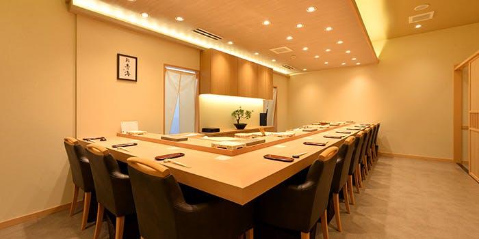 記念日におすすめのレストラン・鮨 青海 青山店の写真1