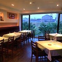 開放感あふれる隠れ家レストラン
