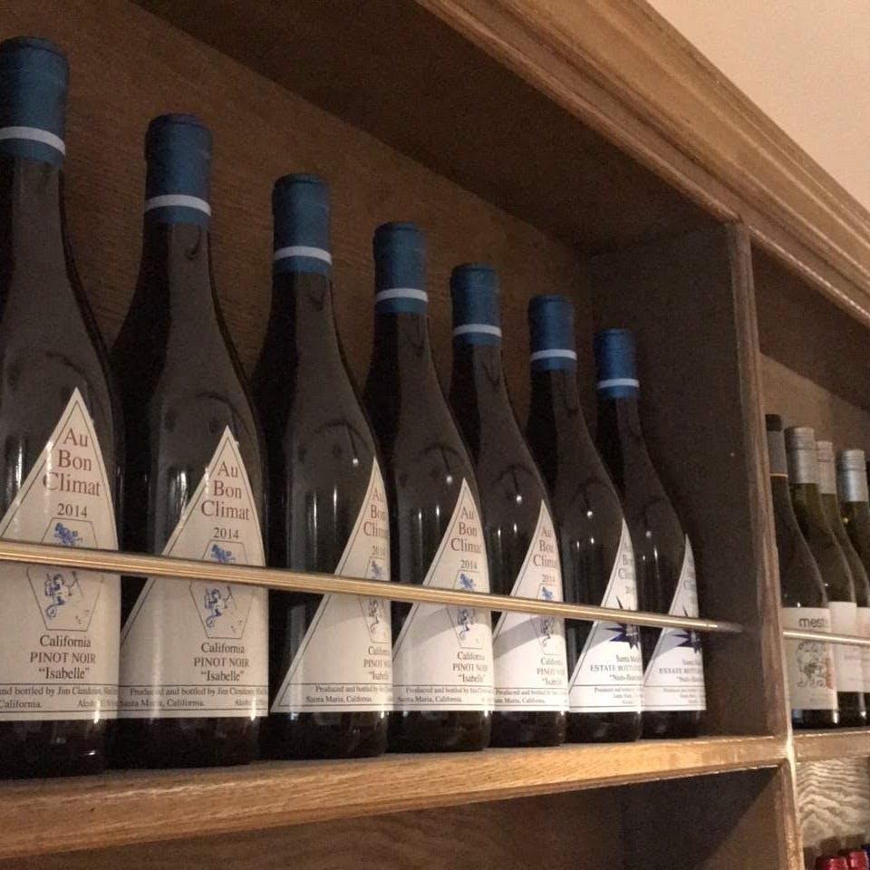 フランスを中心とした世界中のワインを取り揃えています。