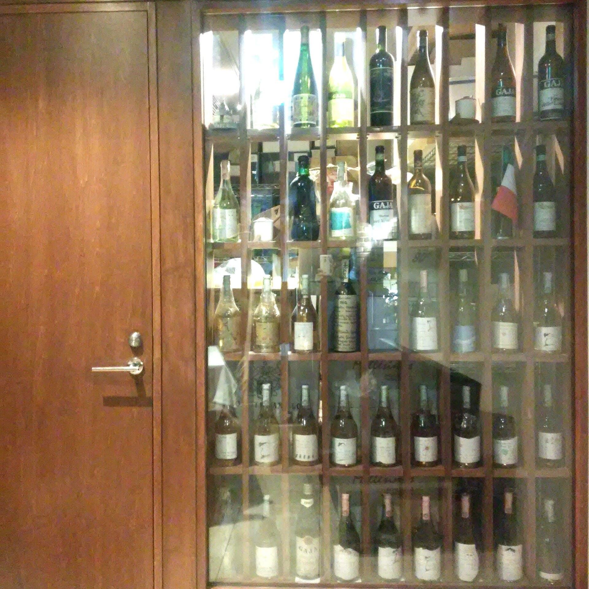 イタリア産オールドヴィンテージを含む500種類以上のワインをご用意