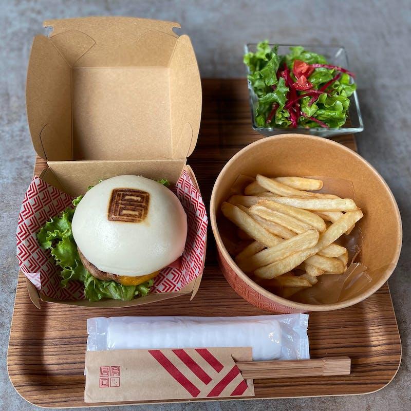 【17FCAFE&BAR】選べるBAOバーガーやポテト・サラダなど!カフェ付+選べる1DRINK付