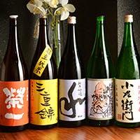 日本酒は常時10種類以上の取り揃え