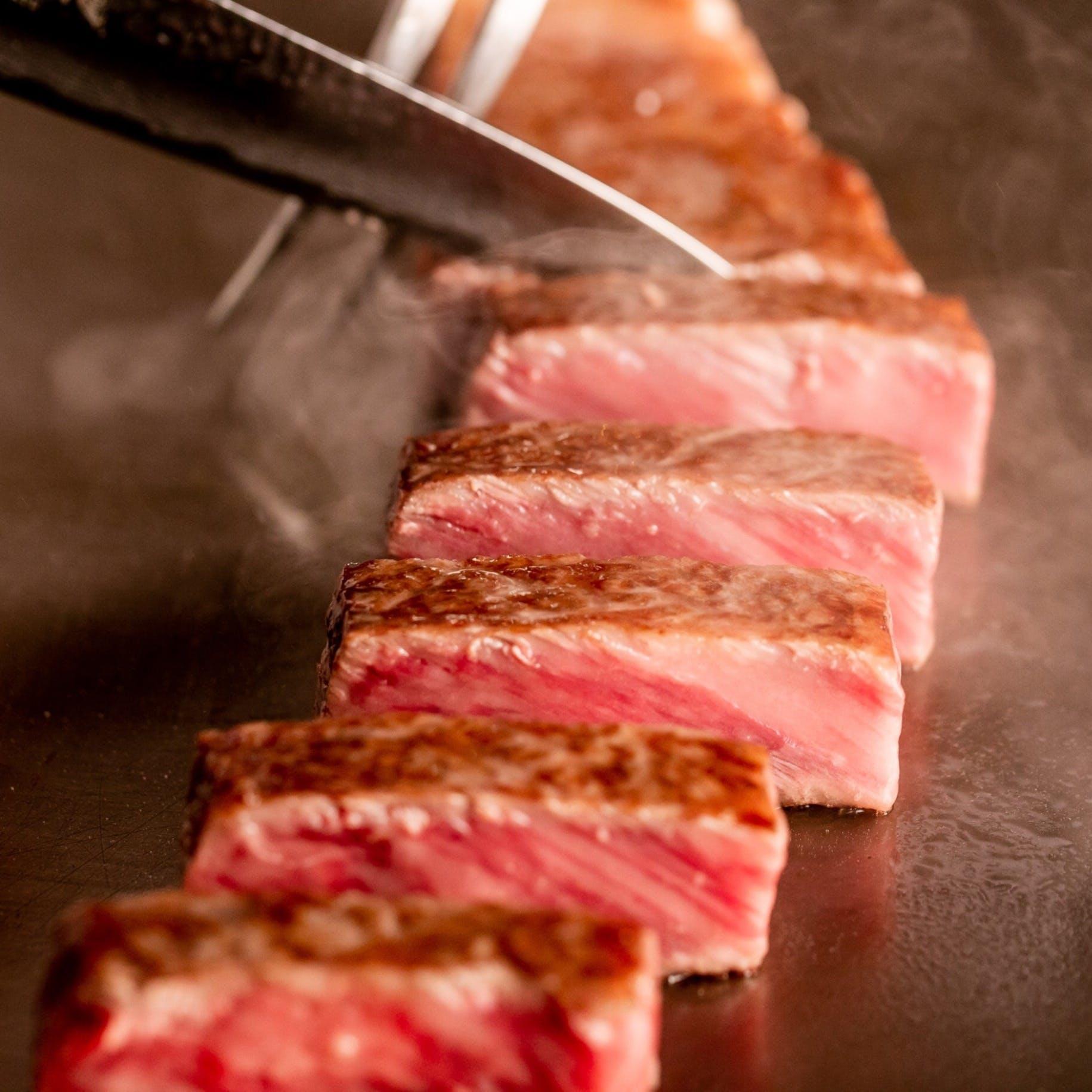 最高級ランクの牛肉と厳選食材が彩る豪華なコース