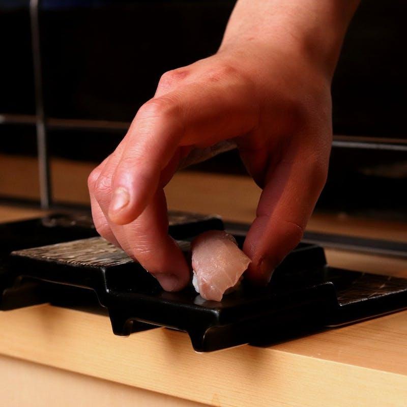 【寿し会席~愛~】先付(4種)・刺身(5種)・季肴・料理2品・にぎり(8種)・お椀