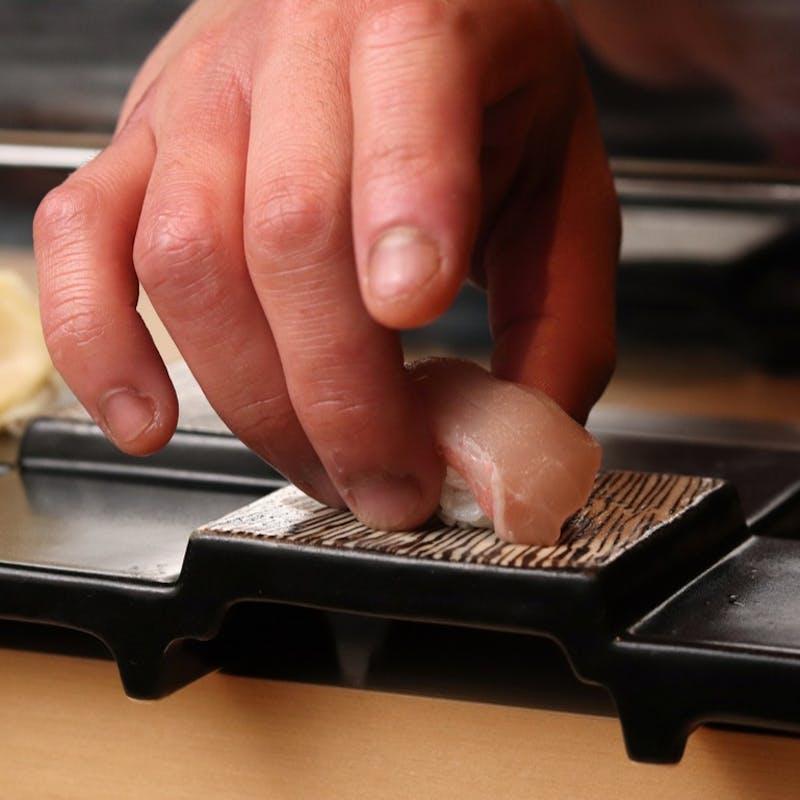 【寿し会席~彩~】先付(4種)・刺身(6種)・季肴・料理3品・にぎり(8種)・お椀