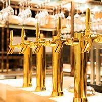 3種のオリジナルビールと厳選されたジャパニーズクラフトのお酒
