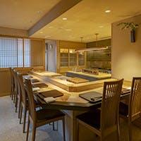 東銀座駅徒歩1分の歌舞伎座の隣りに位置し、築浅のビル10階にワンフロアで展開