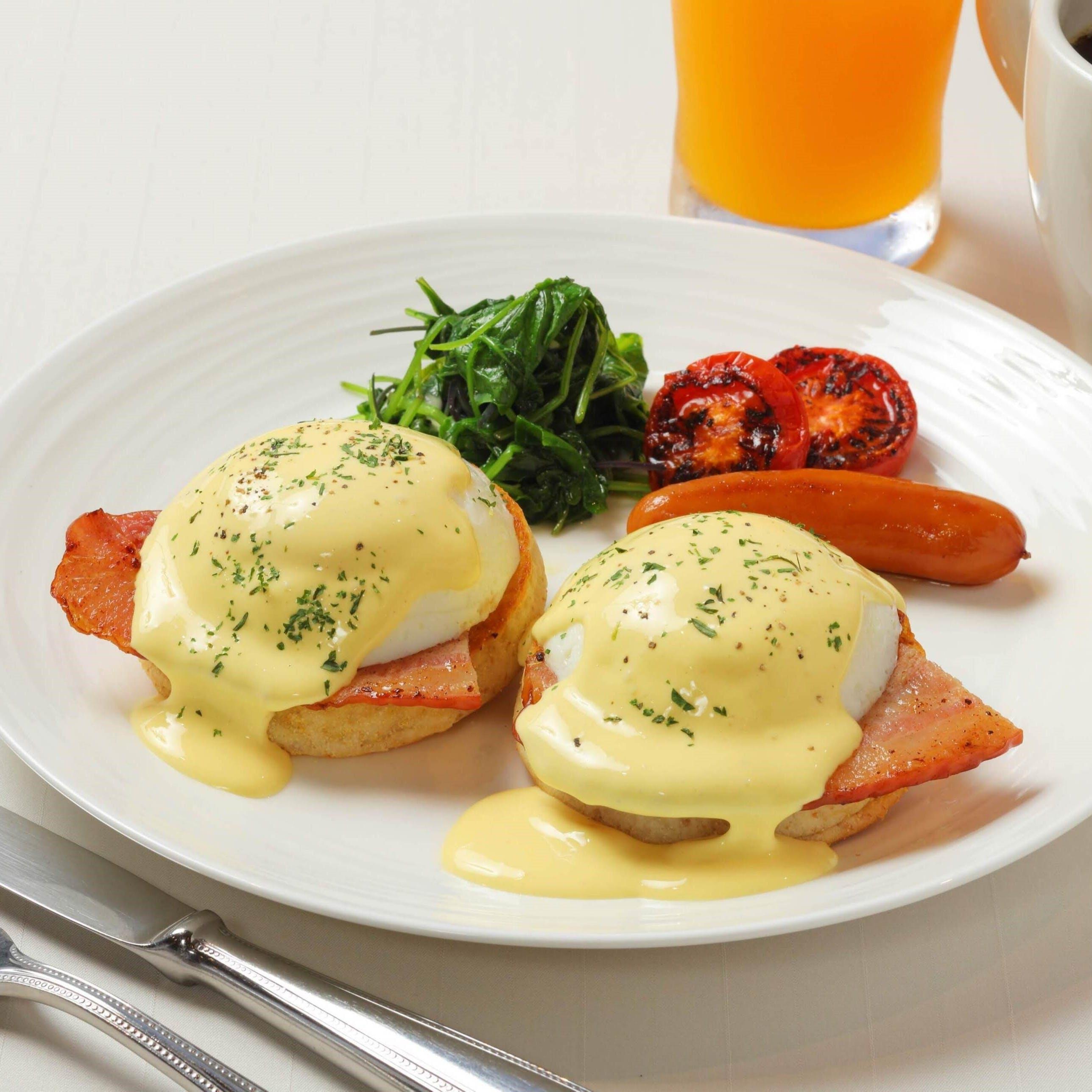 ホテルで優雅な朝食を