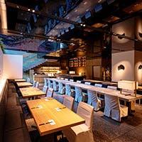 日本独特の文化や世界観を取り入れた内装やアートワークで作られた独特の空間
