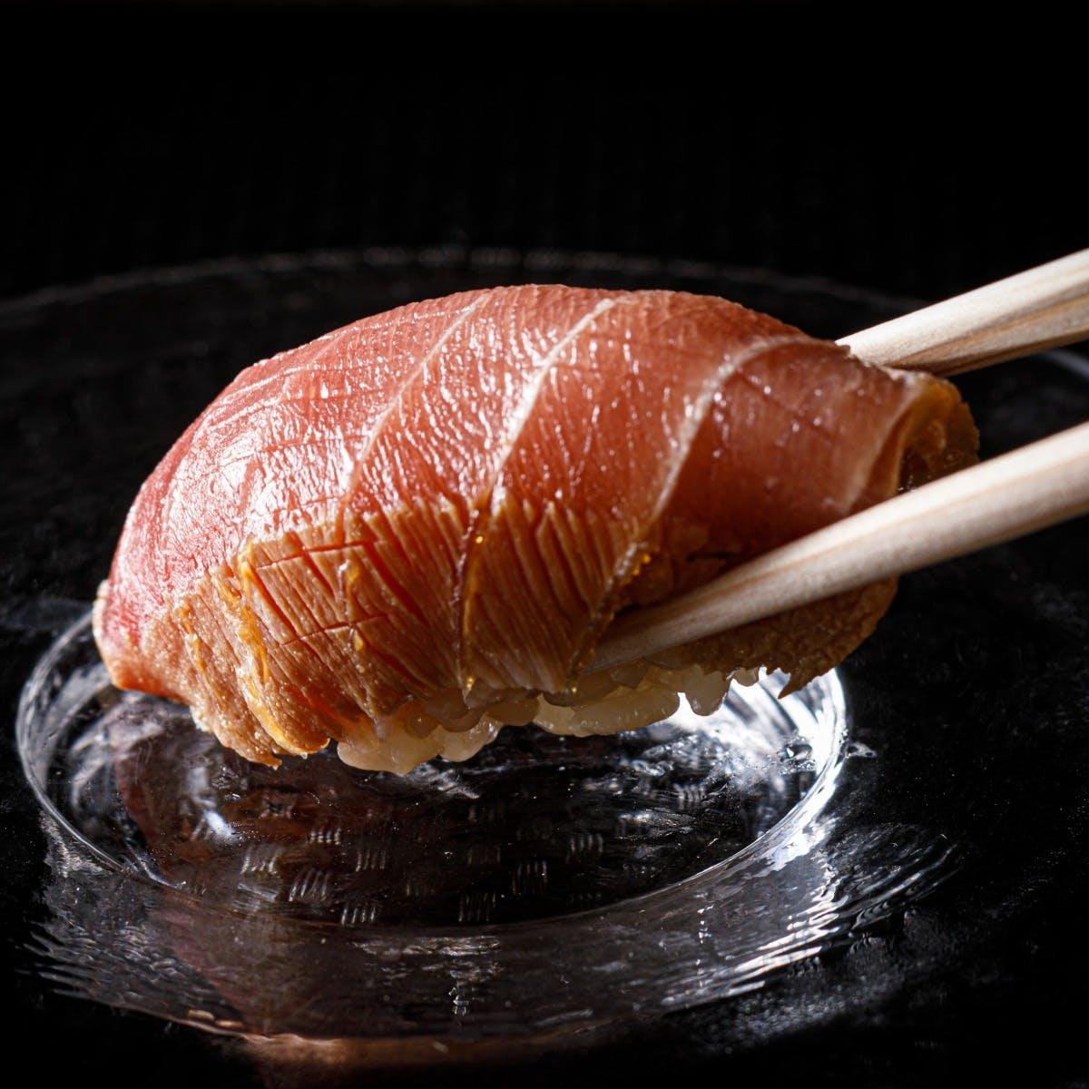 伝統を重んじつつ趣向を凝らした江戸前鮨
