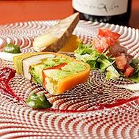 本格的ビストロ×イタリア料理の鮮やかな一皿