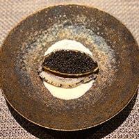 和洋のテイストがバランスよい創作料理と珠玉のワインをどうぞ