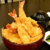 こだわりの胡麻油で揚げる自慢の天ぷら