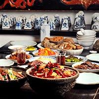 アンティークに囲まれた寛ぎの空間で味わう伝統中国料理