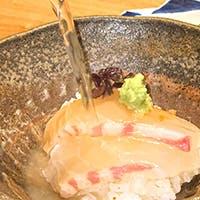 名物鯛茶漬けをはじめ繊細な料理をご堪能下さい