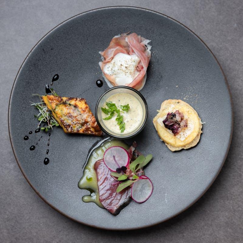 【シェフのおまかせランチコース】前菜、パスタ、メイン料理、デザートの全4品+1ドリンク