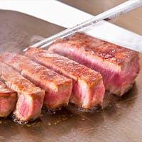 旬の魚介と上質なお肉を目の前で調理