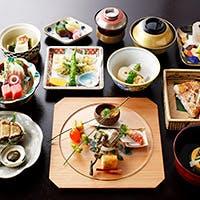 四季折々の伝統の味、本格懐石料理をご賞味ください