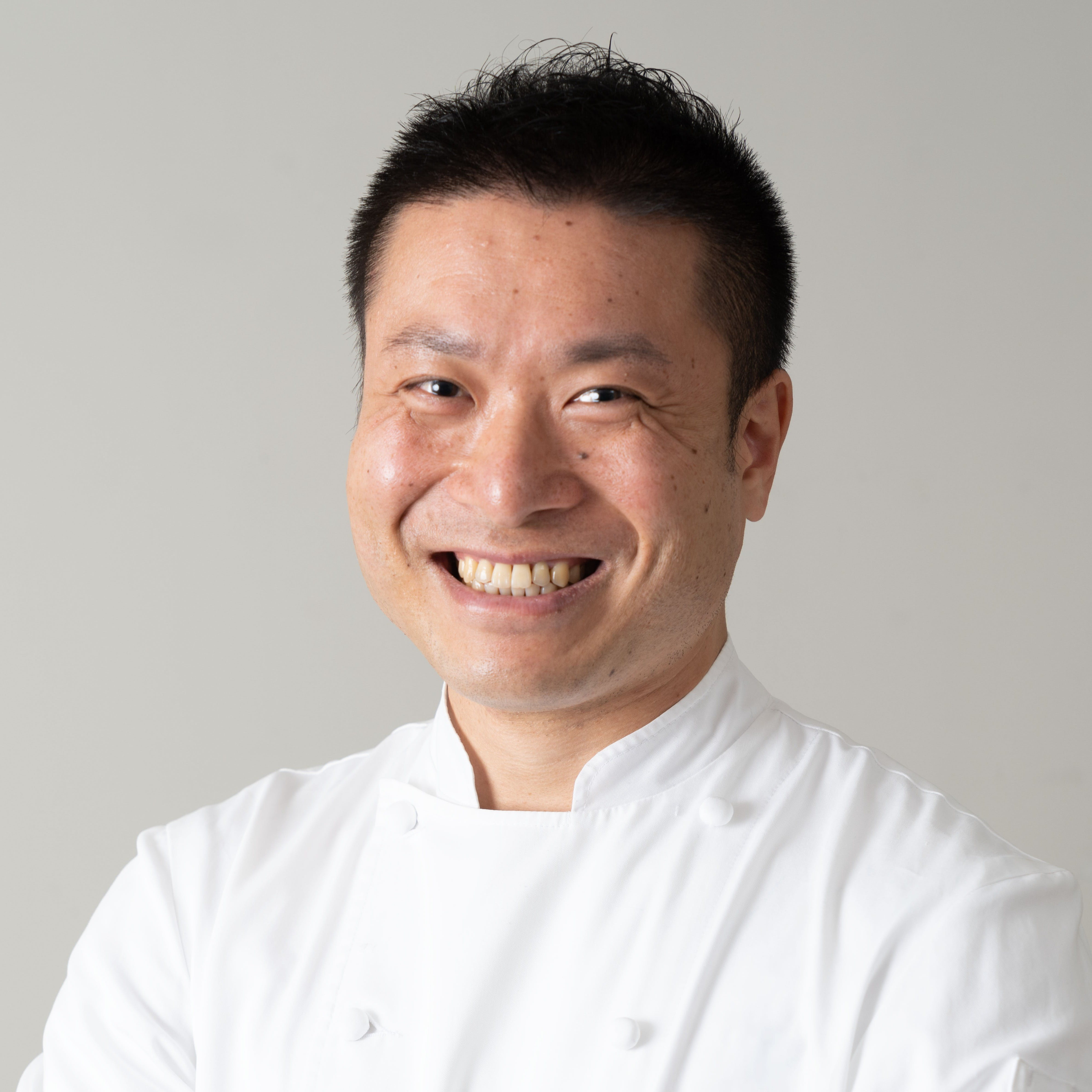 パリの老舗レストランで腕を磨いた料理長が提供する、革新的な美食体験