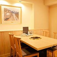 和の温もり溢れる空間、個室も完備