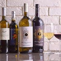 シニアソムリエ厳選のワインは常時70種類以上