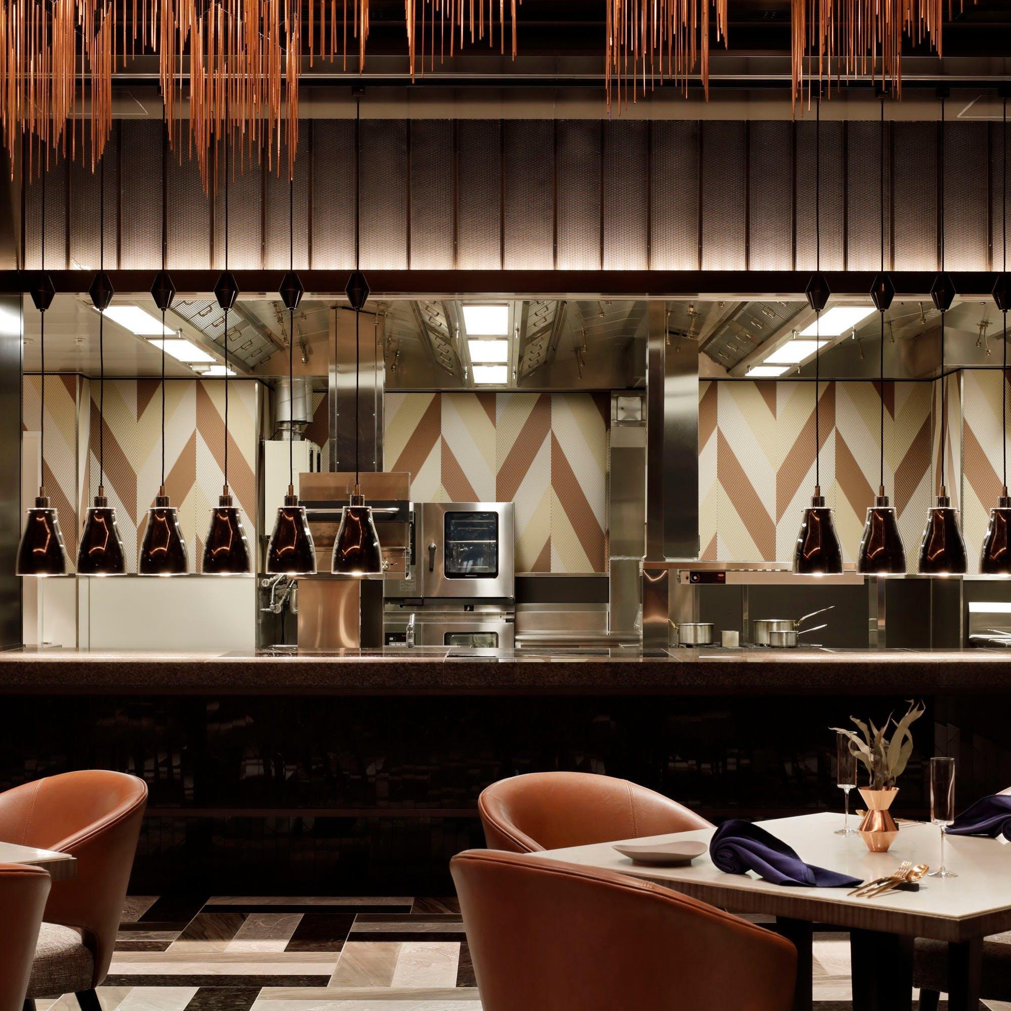 フレンチベースの<ビストロノミー>スタイルで提供するオープンキッチン付レストラン