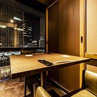 北新地の夜景を楽しむ個室に洗練された空間