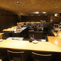 360度オープンキッチンを囲むカウンター