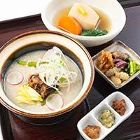 和漢薬膳の体を癒す鍋・懐石料理を堪能
