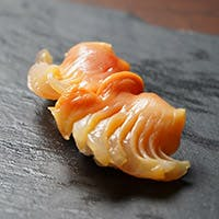 旬の食材やシャリにこだわり、技が冴えるかざまの鮨