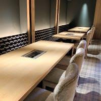 上質な空間で愉しむ、厳選されたお肉とワインの数々