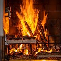 薪グリルで仕上げる本格的な薪火料理