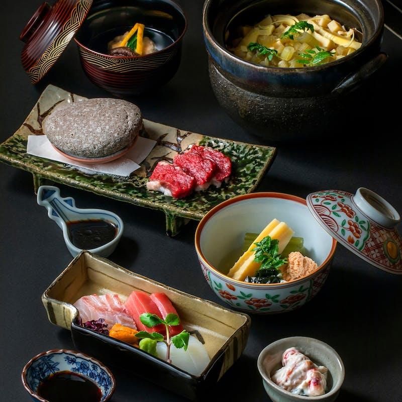 【夜会席】先付、お造り4種、強肴、焼物、季節の土鍋ご飯など全10品+選べる1ドリンク