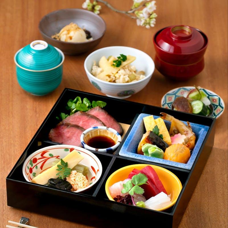 【松花堂弁当B】先付、お造り3種、茶碗蒸し、季節の土鍋ごはんなど全8品