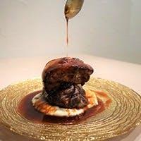 繊細な一皿を作る「加藤千明」と鉄板焼きを営む「中野洋平」のコラボレーション