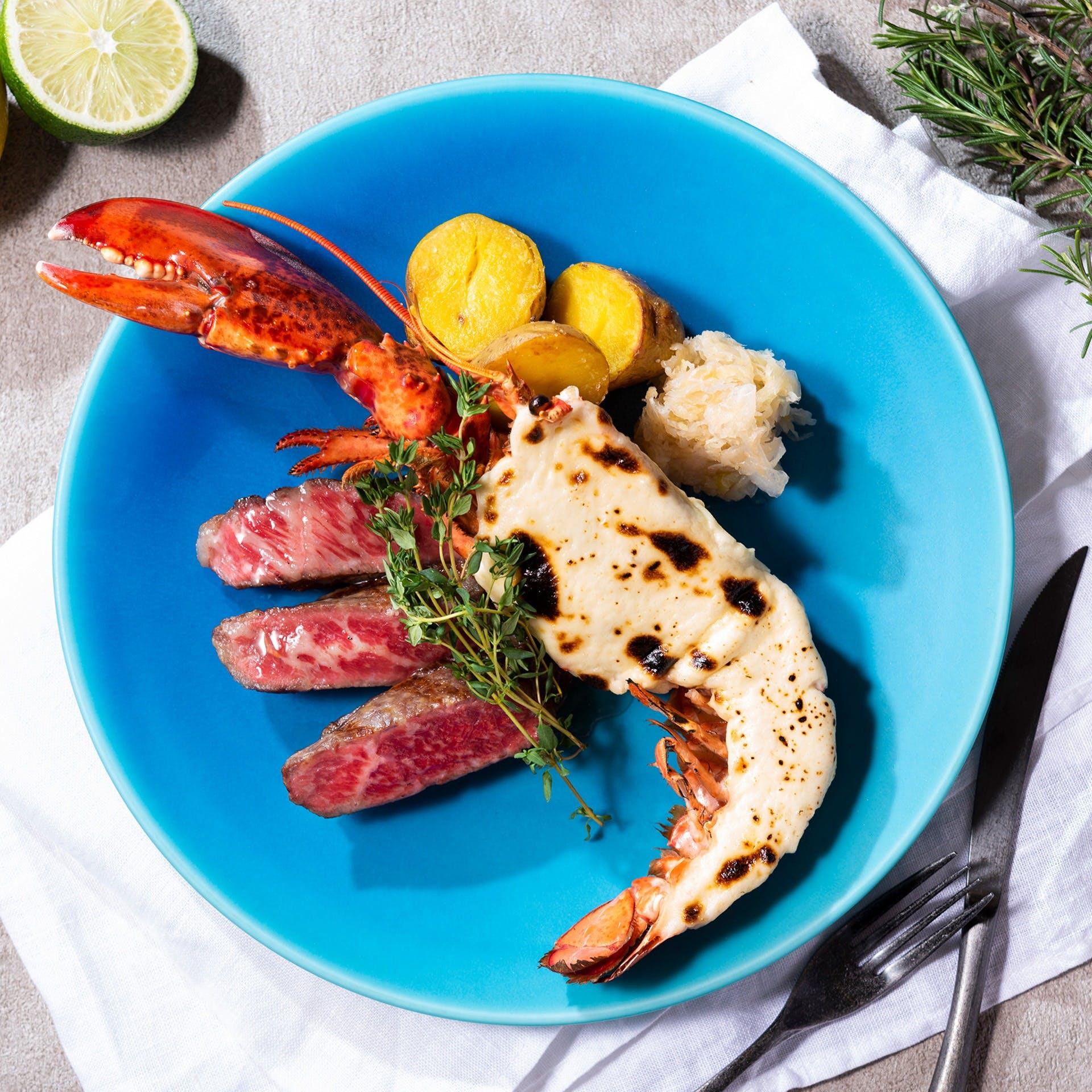 豪快なグリル料理をオーダー式サラダバーやドリンクバーとともに自由にカスタマイズ