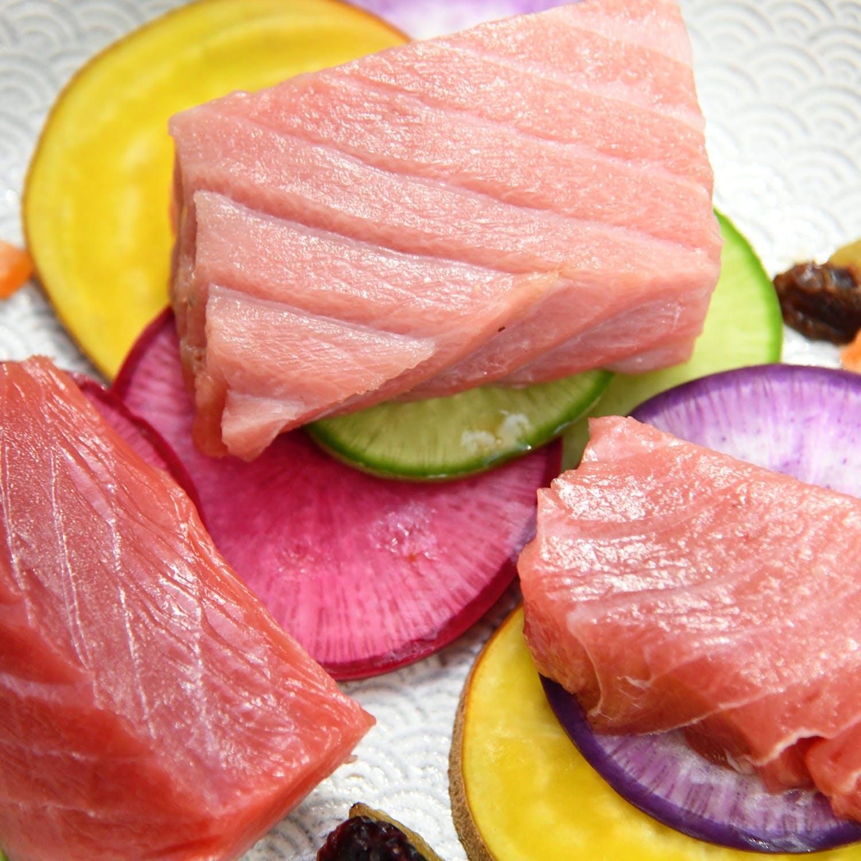 生マグロと日本酒の食べ飲み比べ堪能体験プラン