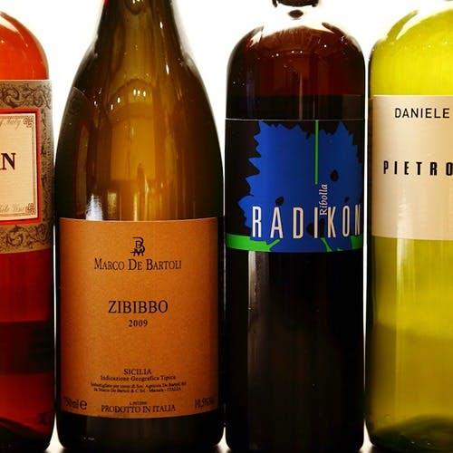 有機ワインを100種類以上用意。ブランド肉とのマリアージュをご堪能ください。