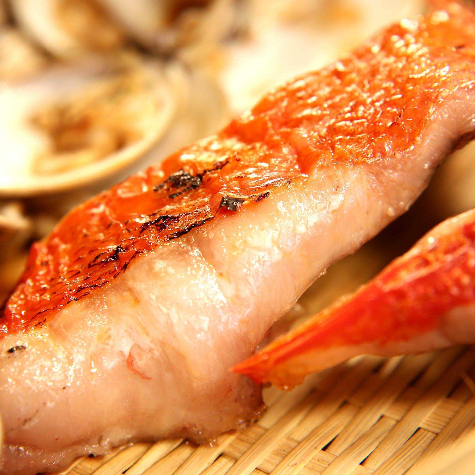 毎朝市場に出向き、仕入れた魚を使用