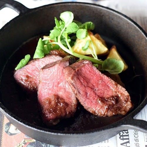 備長炭で調理する厳選された肉料理