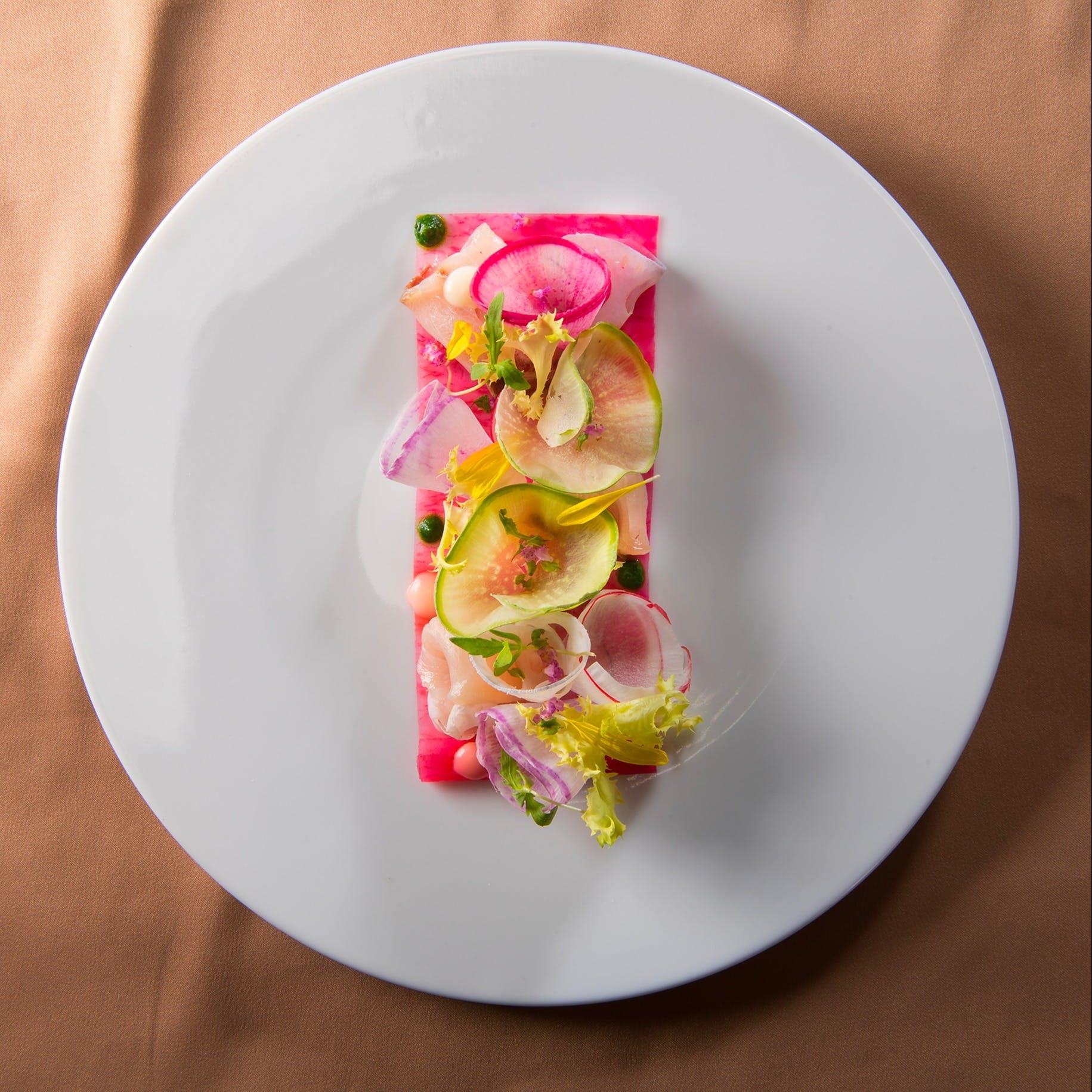 旬の食材を使って最高の形で演出されるフランス料理