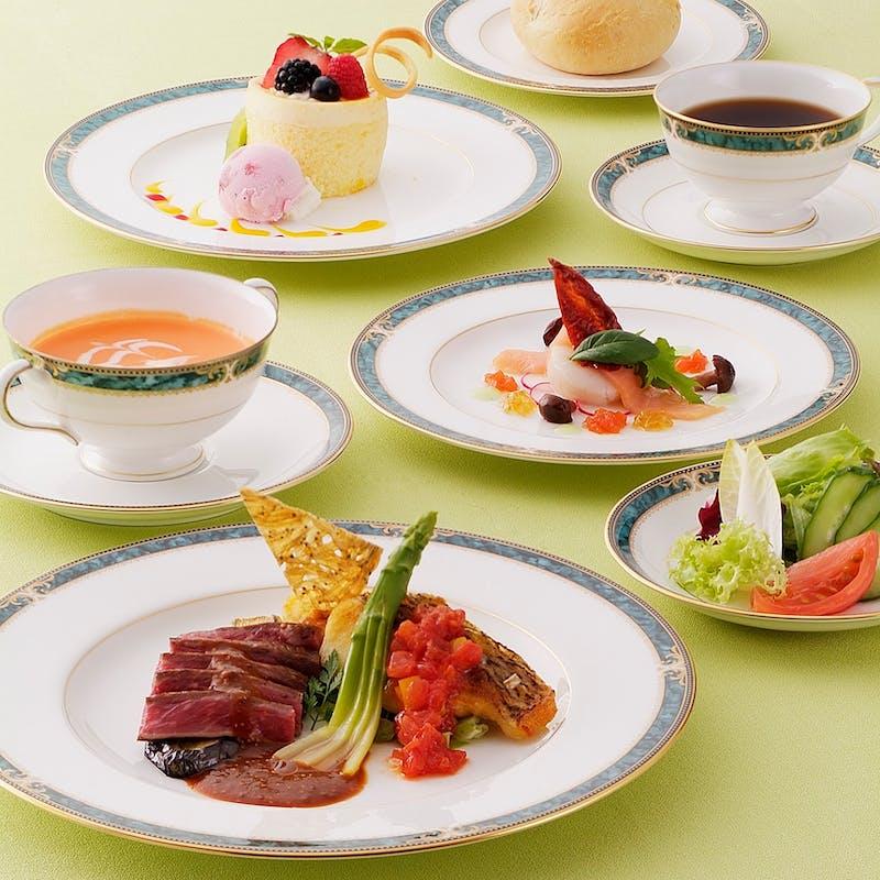 サファイアコース(牛フィレ肉のステーキなど全6品)+1ドリンク