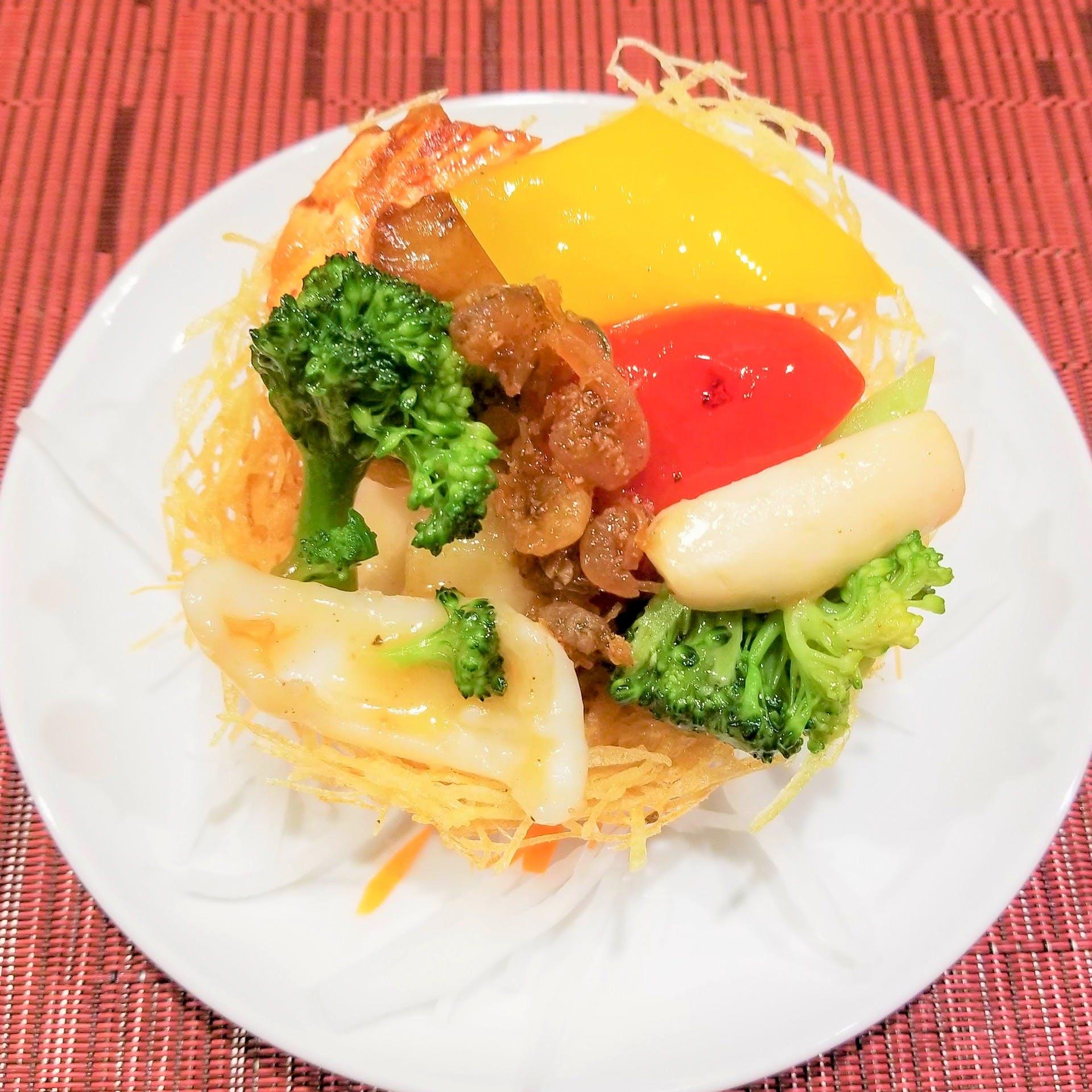 ホテルの料理長を勤めていたシェフが調理する中華料理
