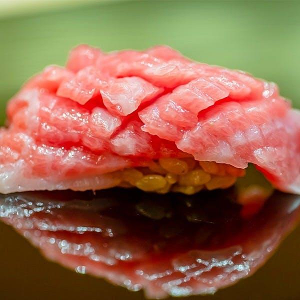 四季折々の旬を味わう正統派江戸前鮨