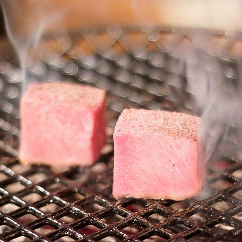シェフの技が光るお料理で肉の神髄をご堪能