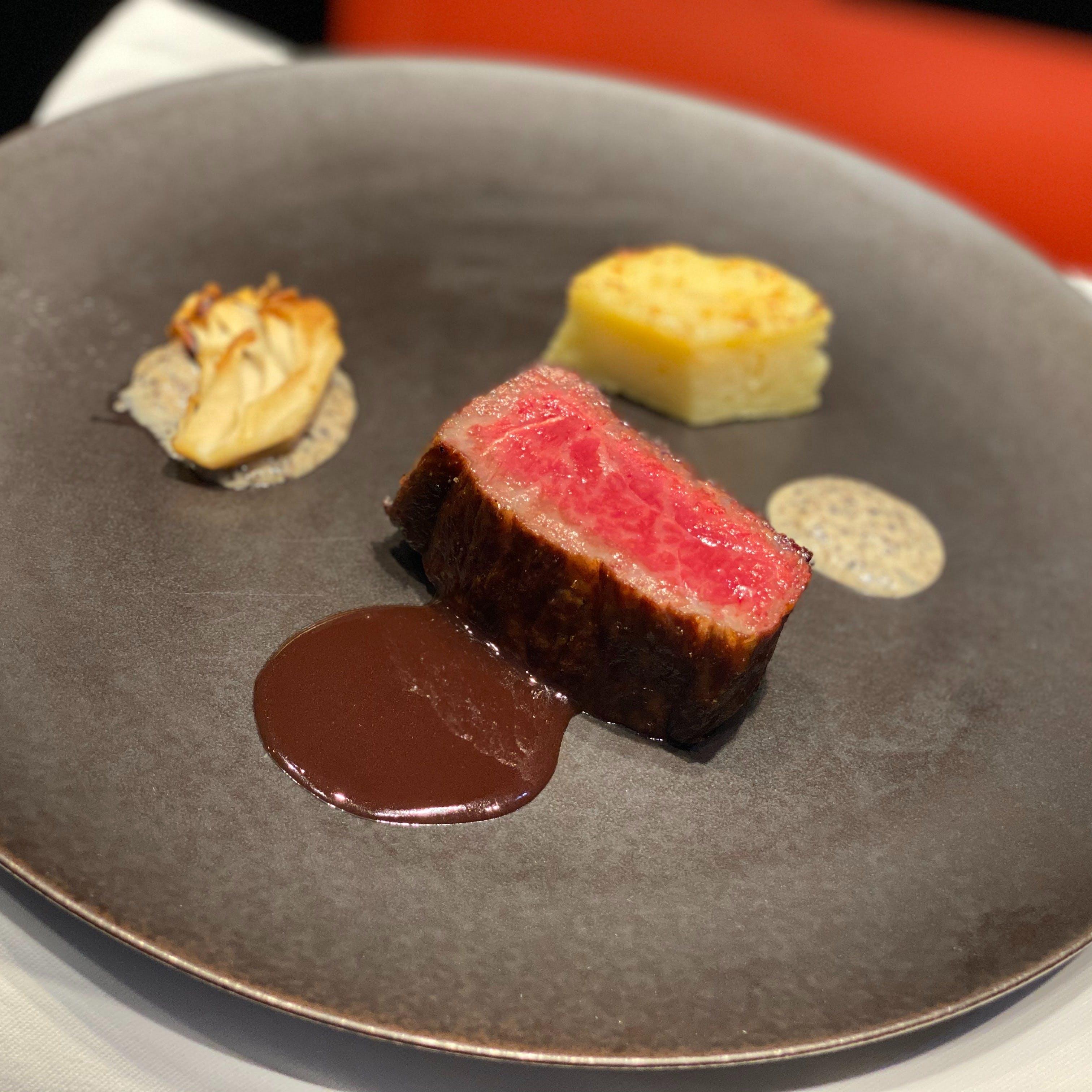 開放暖炉で味わう薪焼きイタリアン『厳選黒毛和牛のサーロインステーキ』
