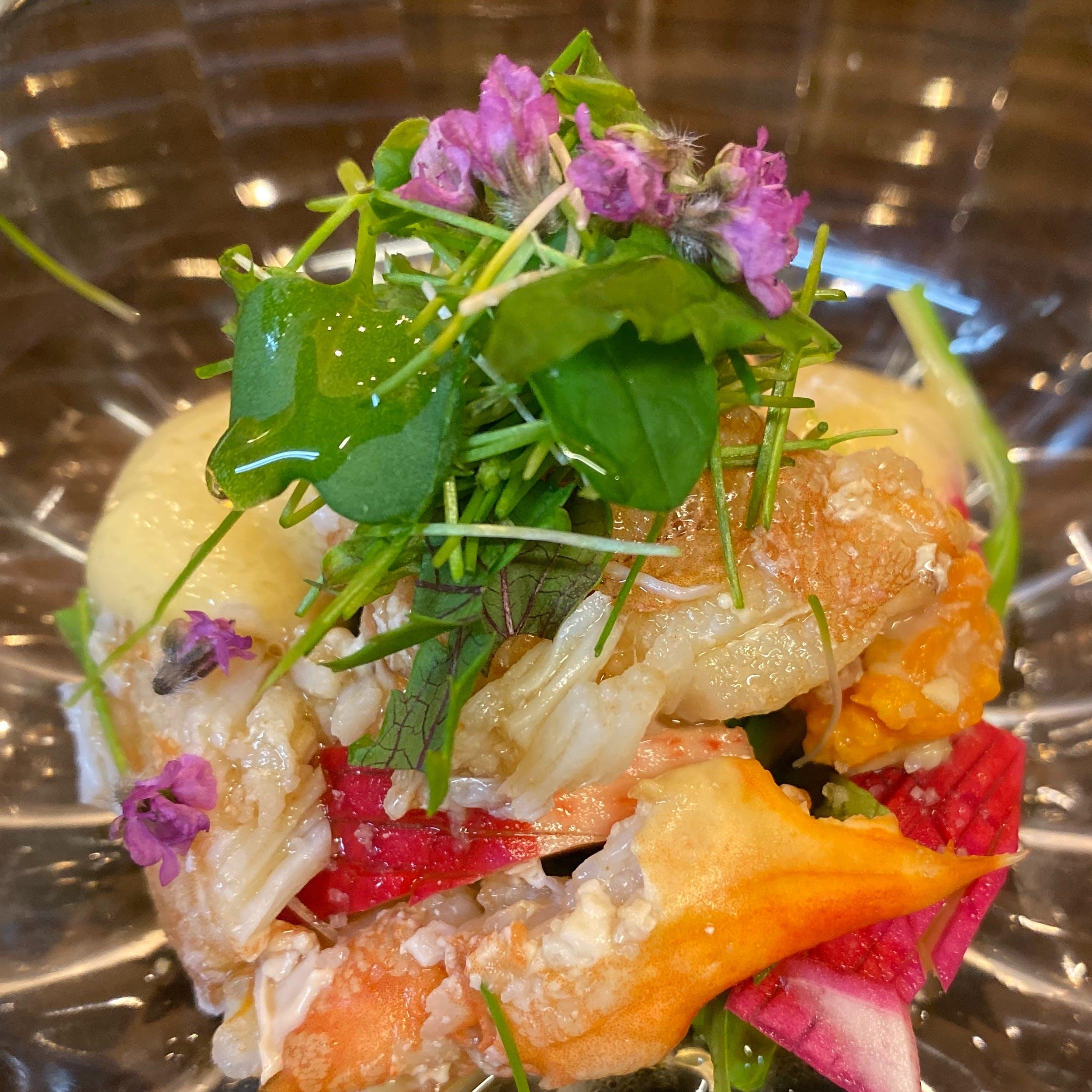 地元の海・大地・山の恵みを一皿へ集約した極上の料理