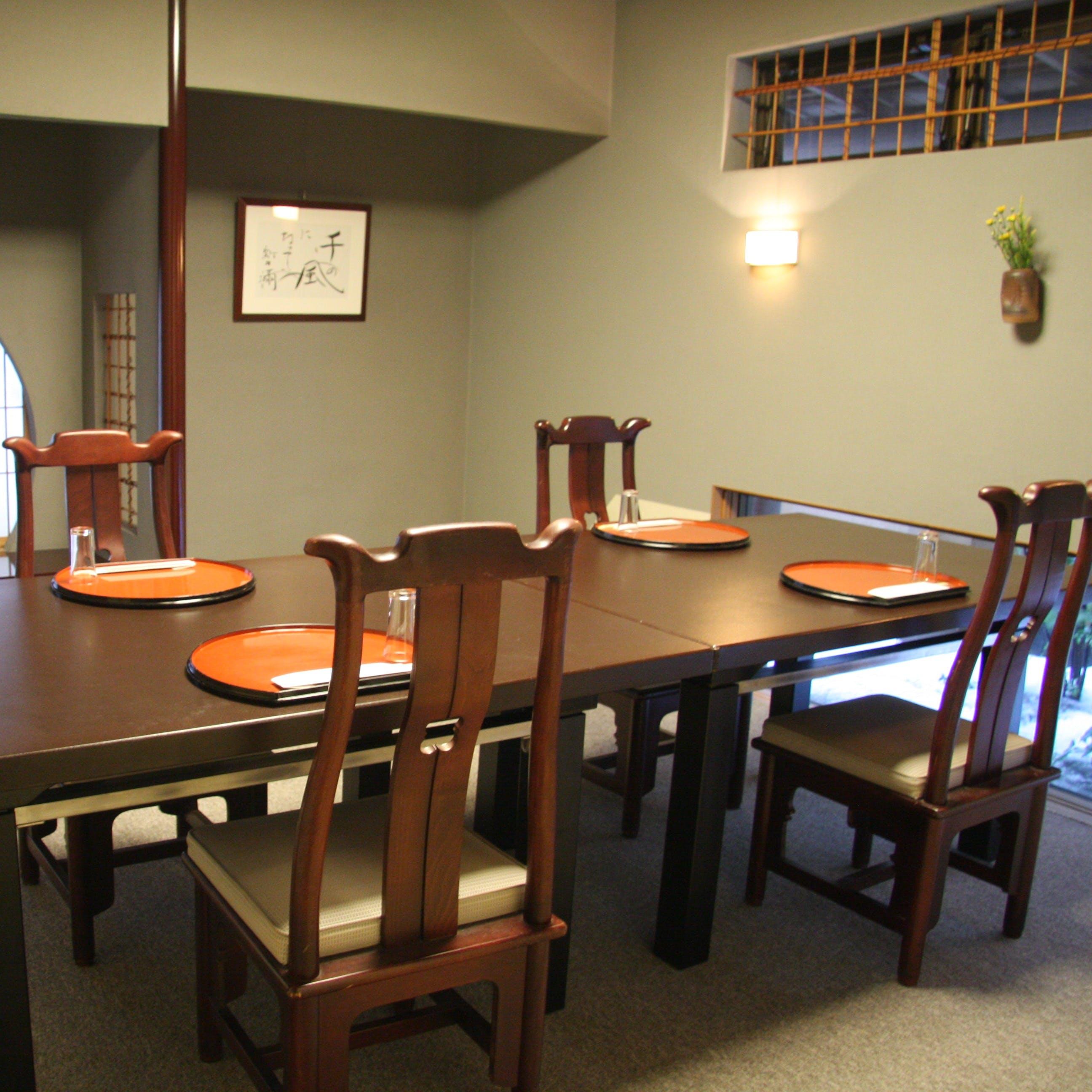 大小4つの個室を完備。ご接待やご家族のお祝い行事等にご利用に最適